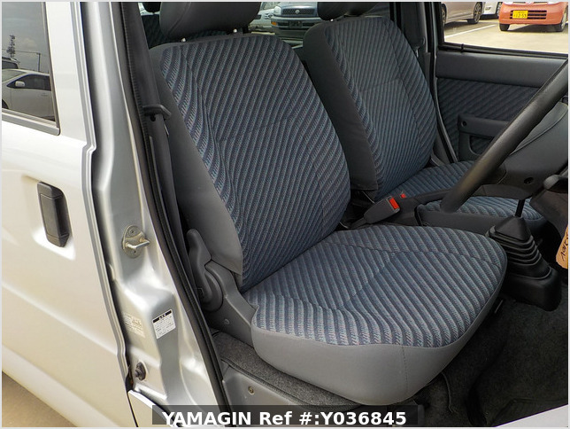 It is a picture of the silver daihatsu hijet  passenger van in 2002,Sub Photo 10 Stock No.Y036845