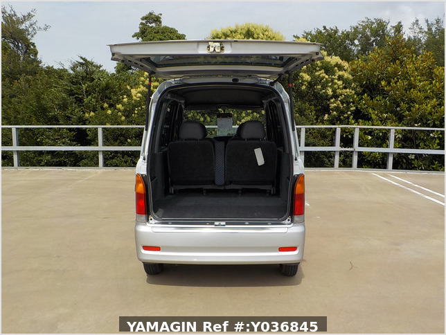 It is a picture of the silver daihatsu hijet  passenger van in 2002,Sub Photo 4 Stock No.Y036845