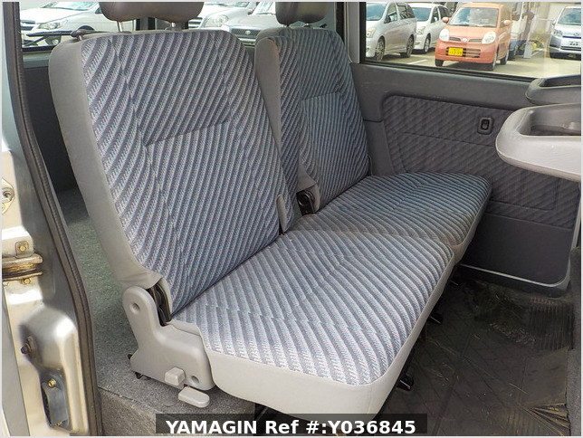 It is a picture of the silver daihatsu hijet  passenger van in 2002,Sub Photo 11 Stock No.Y036845