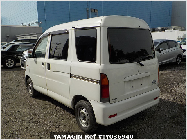 It is a picture of the white daihatsu hijet passenger van in 2004,Sub Photo 3 Stock No.Y036940