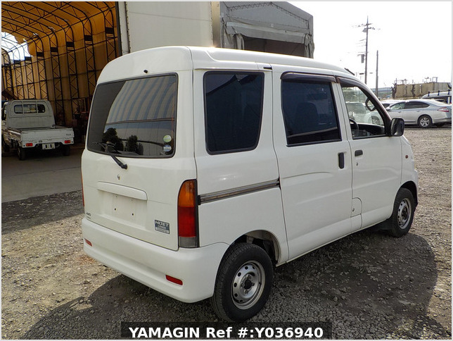 It is a picture of the white daihatsu hijet passenger van in 2004,Sub Photo 2 Stock No.Y036940