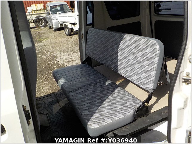 It is a picture of the white daihatsu hijet passenger van in 2004,Sub Photo 9 Stock No.Y036940