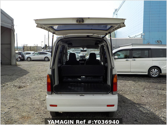 It is a picture of the white daihatsu hijet passenger van in 2004,Sub Photo 5 Stock No.Y036940