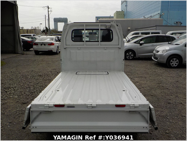 It is a picture of the white suzuki carry truck in 2019,Sub Photo 4 Stock No.Y036941