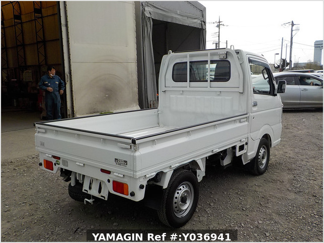 It is a picture of the white suzuki carry truck in 2019,Sub Photo 2 Stock No.Y036941