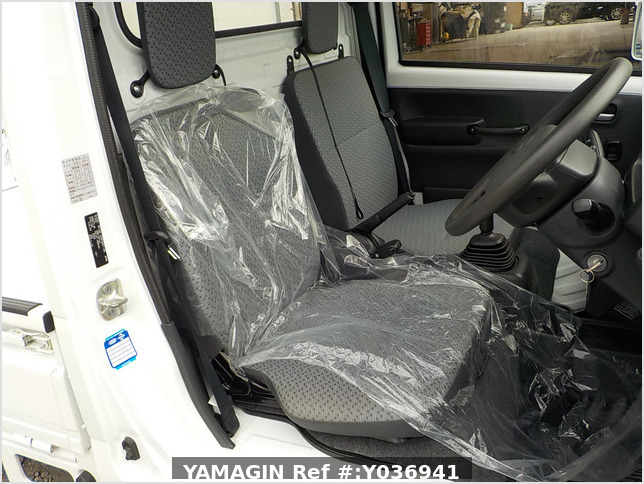It is a picture of the white suzuki carry truck in 2019,Sub Photo 6 Stock No.Y036941