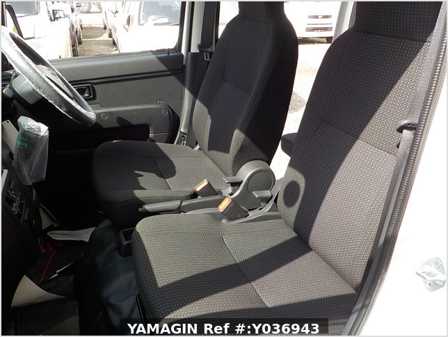 It is a picture of the white daihatsu hijet passenger van in 2020,Sub Photo 9 Stock No.Y036943