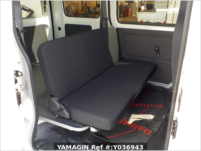 It is a picture of the white daihatsu hijet passenger van in 2020,Sub Photo 8 Stock No.Y036943