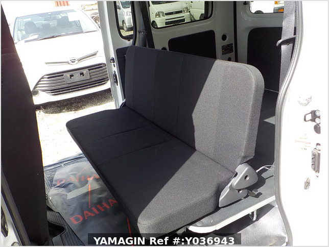 It is a picture of the white daihatsu hijet passenger van in 2020,Sub Photo 10 Stock No.Y036943