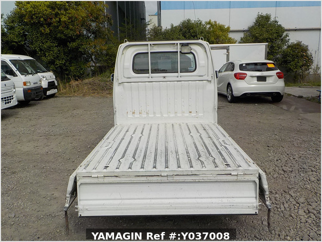 It is a picture of the white mitsubishi minicab truck in 2003,Sub Photo 4 Stock No.Y037008