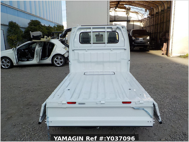 It is a picture of the white suzuki carry truck in 2020,Sub Photo 4 Stock No.Y037096