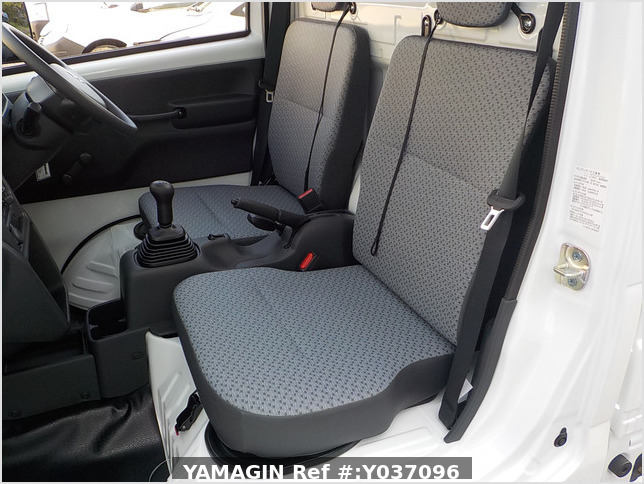 It is a picture of the white suzuki carry truck in 2020,Sub Photo 12 Stock No.Y037096