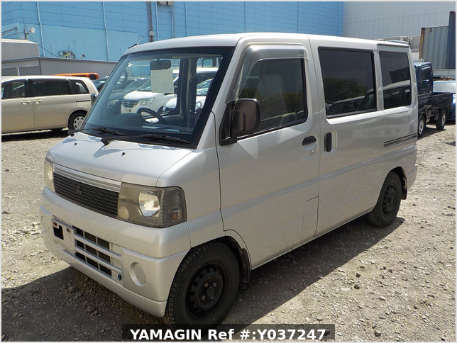 It is a picture of the silver mitsubishi minicab passenger van in 2001,Sub Photo 1 Stock No.Y037247