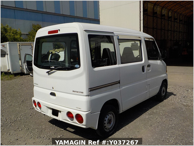 It is a picture of the white mitsubishi minicab passenger van in 2003,Sub Photo 2 Stock No.Y037267
