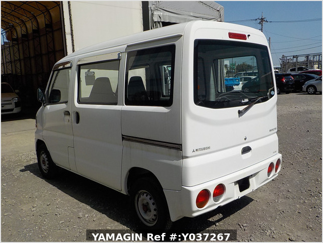 It is a picture of the white mitsubishi minicab passenger van in 2003,Sub Photo 3 Stock No.Y037267