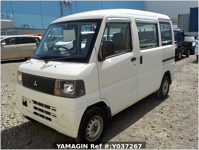 It is a picture of the white mitsubishi minicab passenger van in 2003,Sub Photo 1 Stock No.Y037267