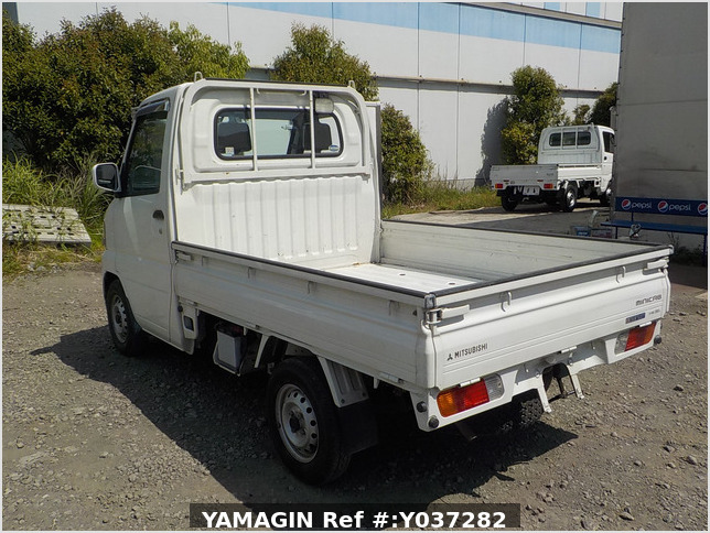 It is a picture of the white mitsubishi minicab truck in 2003,Sub Photo 3 Stock No.Y037282