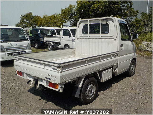 It is a picture of the white mitsubishi minicab truck in 2003,Sub Photo 2 Stock No.Y037282