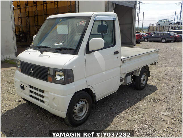It is a picture of the white mitsubishi minicab truck in 2003,Sub Photo 1 Stock No.Y037282