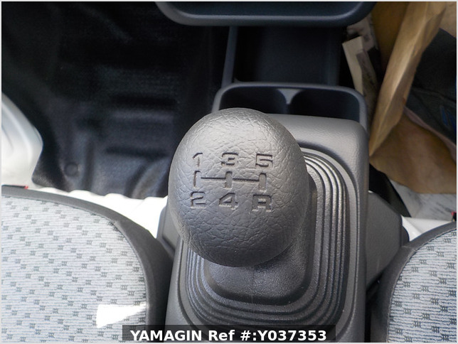 It is a picture of the white suzuki carry truck in 2020,Sub Photo 6 Stock No.Y037353