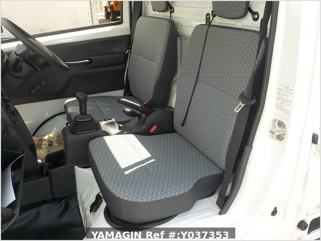It is a picture of the white suzuki carry truck in 2020,Sub Photo 9 Stock No.Y037353