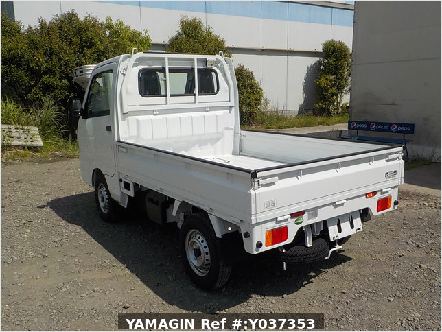 It is a picture of the white suzuki carry truck in 2020,Sub Photo 3 Stock No.Y037353