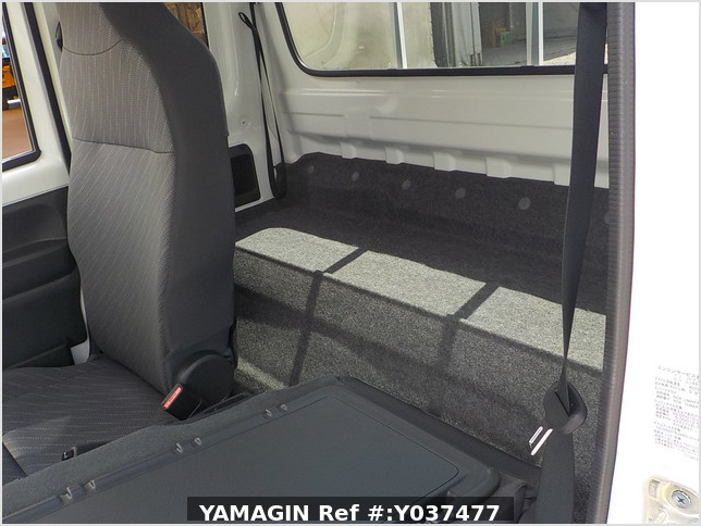 It is a picture of the white suzuki carry  jumbo in 2019,Sub Photo 14 Stock No.Y037477