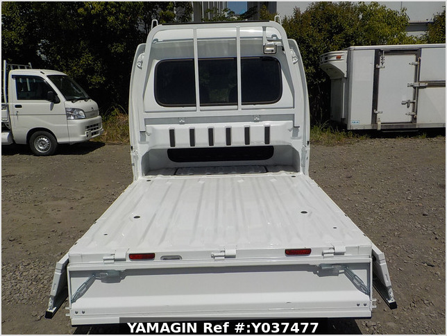 It is a picture of the white suzuki carry  jumbo in 2019,Sub Photo 4 Stock No.Y037477