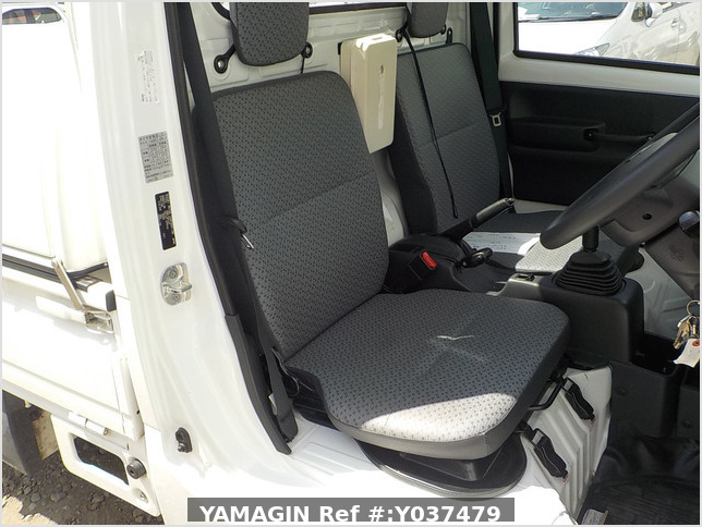 It is a picture of the white suzuki carry  truck in 2016,Sub Photo 10 Stock No.Y037479