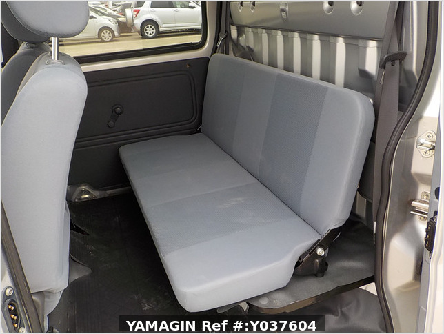 It is a picture of the silver daihatsu hijet  deck van in 2007,Sub Photo 8 Stock No.Y037604