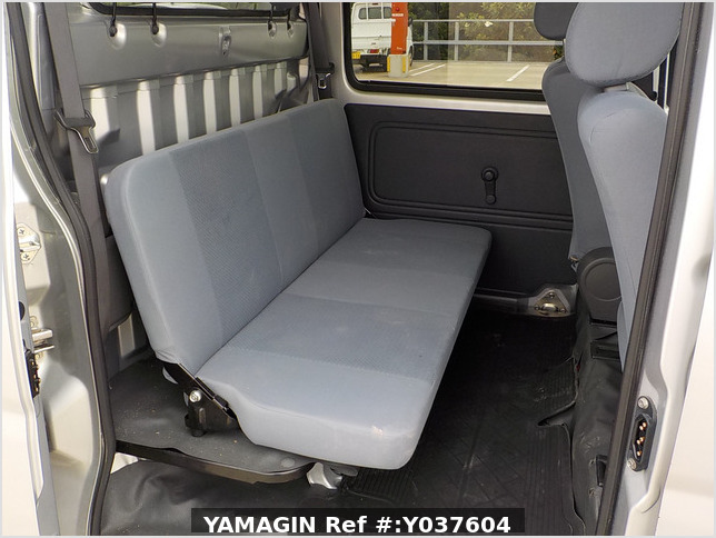 It is a picture of the silver daihatsu hijet  deck van in 2007,Sub Photo 6 Stock No.Y037604