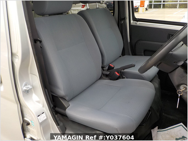 It is a picture of the silver daihatsu hijet  deck van in 2007,Sub Photo 5 Stock No.Y037604