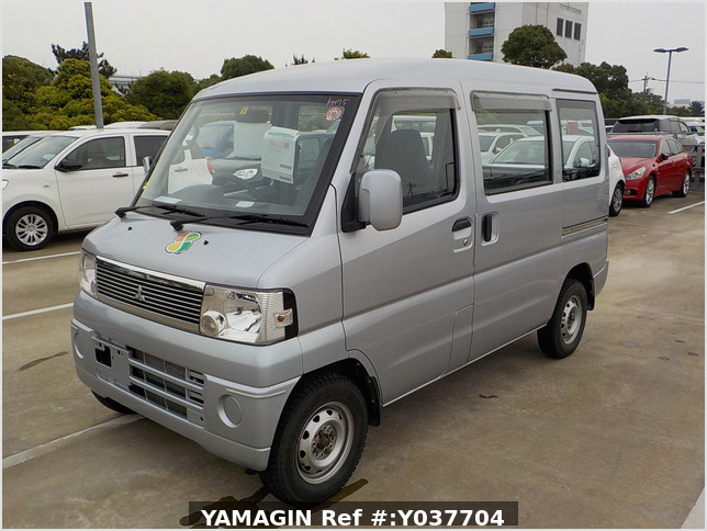 It is a picture of the silver mitsubishi minicab passenger van in 2007,Sub Photo 1 Stock No.Y037704