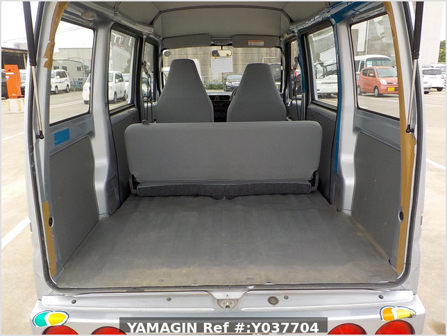 It is a picture of the silver mitsubishi minicab passenger van in 2007,Sub Photo 5 Stock No.Y037704