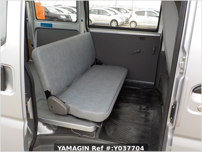 It is a picture of the silver mitsubishi minicab passenger van in 2007,Sub Photo 7 Stock No.Y037704