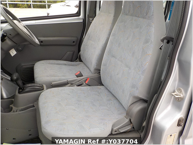 It is a picture of the silver mitsubishi minicab passenger van in 2007,Sub Photo 8 Stock No.Y037704