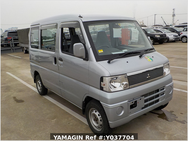 It is a picture of the silver mitsubishi minicab passenger van in 2007,Sub Photo 0 Stock No.Y037704