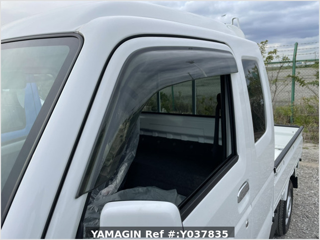 It is a picture of the white suzuki carry jumbo in 2021,Sub Photo 5 Stock No.Y037835