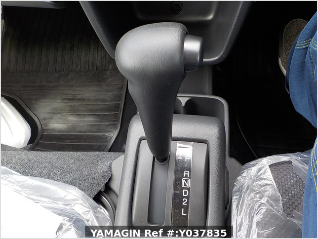 It is a picture of the white suzuki carry jumbo in 2021,Sub Photo 12 Stock No.Y037835