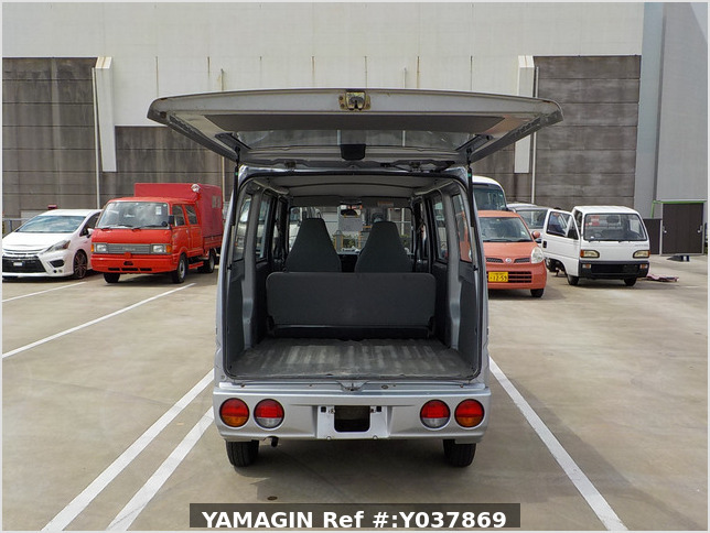 It is a picture of the silver nissan clipper passenger van in 2005,Sub Photo 5 Stock No.Y037869