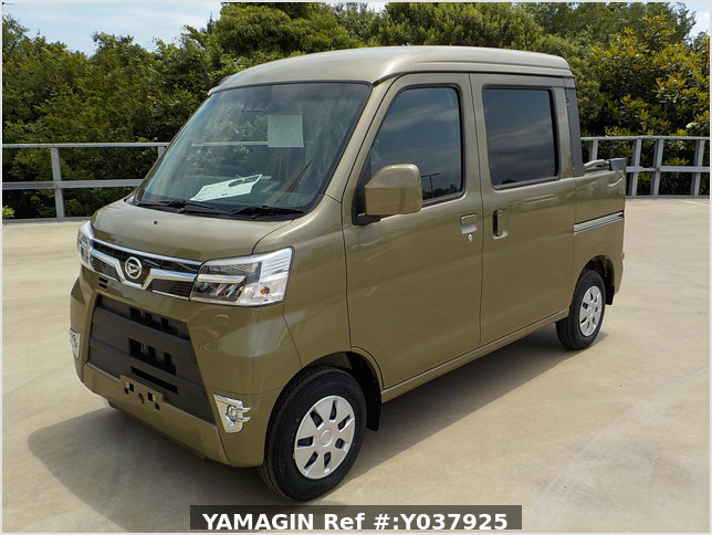 It is a picture of the  khaki  daihatsu hijet deck van in 2020,Sub Photo 1 Stock No.Y037925