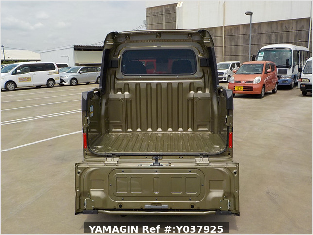 It is a picture of the  khaki  daihatsu hijet deck van in 2020,Sub Photo 4 Stock No.Y037925