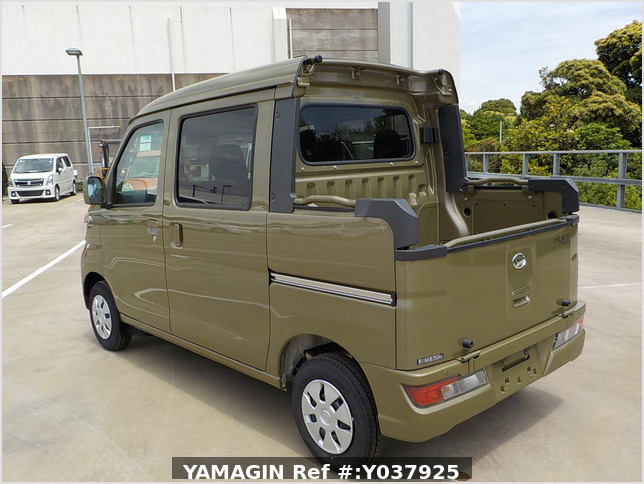 It is a picture of the  khaki  daihatsu hijet deck van in 2020,Sub Photo 3 Stock No.Y037925