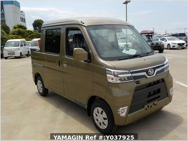 It is a picture of the  khaki  daihatsu hijet deck van in 2020,Sub Photo 0 Stock No.Y037925