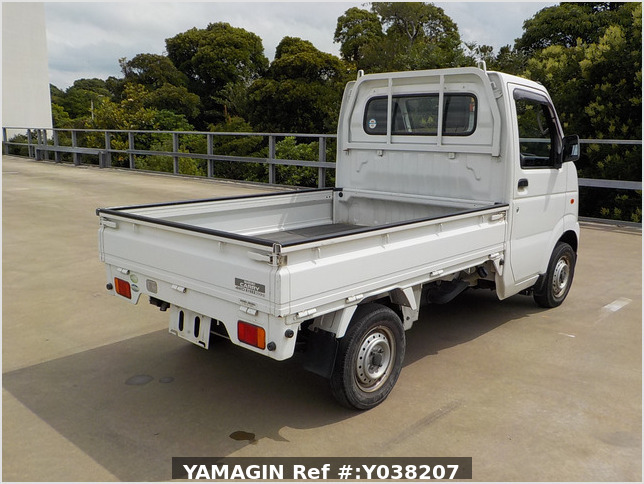 It is a picture of the white suzuki carry truck in 2005,Sub Photo 2 Stock No.Y038207
