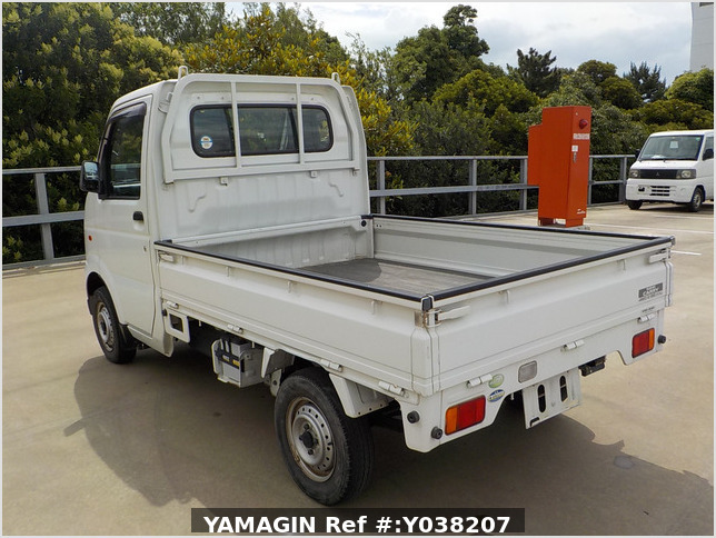 It is a picture of the white suzuki carry truck in 2005,Sub Photo 3 Stock No.Y038207