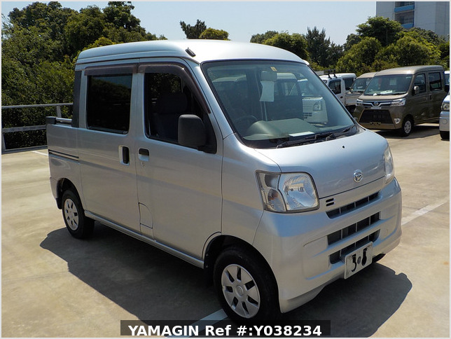 It is a picture of the silver daihatsu hijet deck van in 2011,Sub Photo 0 Stock No.Y038234