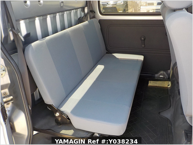 It is a picture of the silver daihatsu hijet deck van in 2011,Sub Photo 8 Stock No.Y038234