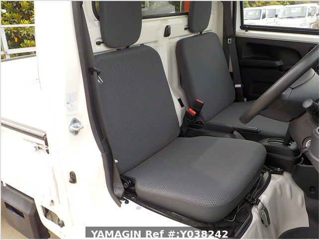 It is a picture of the white daihatsu hijet truck in 2015,Sub Photo 5 Stock No.Y038242