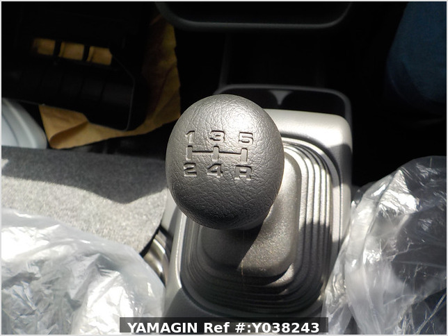 It is a picture of the white suzuki carry  jumbo in 2019,Sub Photo 12 Stock No.Y038243